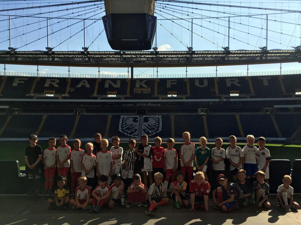 Die F2- und F3-Mannschaft des 1. FC Langen zu Besuch in der Commerzbank-Arena
