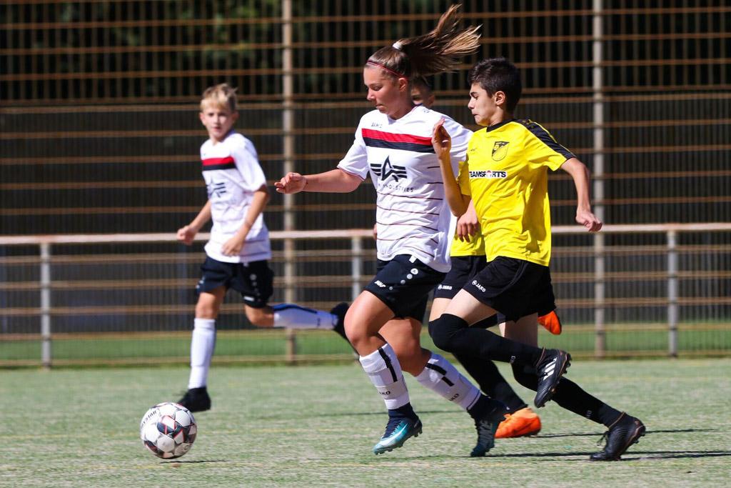 Nele Kegler Von Der C2 Des 1. FC Langen - Foto: Moritz Kegler