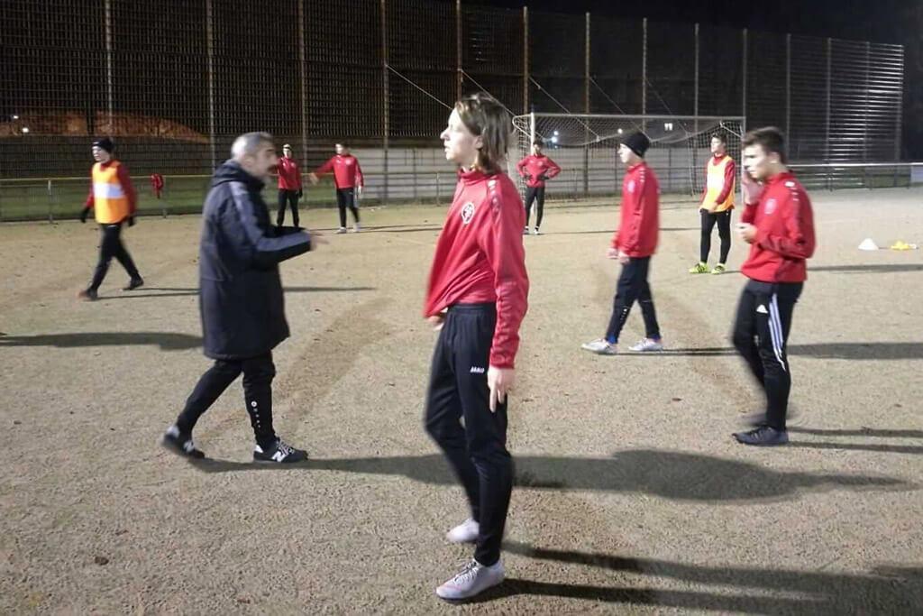 B1: Murat Kilinc Und Pino Viola Leiten Das Training