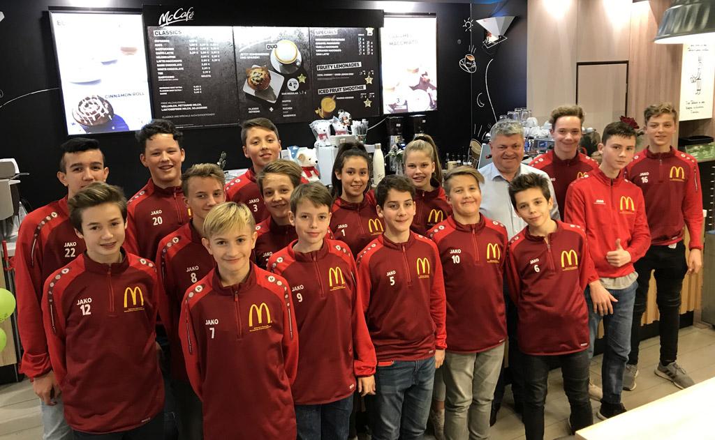 C2 Jugend Folgt Der Einladung Von Sponsor Erik Huber