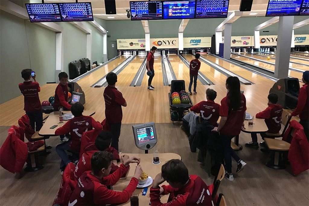 C2 - Bowling Als Teamevent Zum Auftakt In Die Vorbereitung